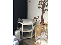 Corner nappy changing table