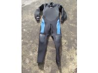 Brand new Sola ML Extreme 5.4.3 Titanium winter steamer wetsuit with cross the shoulder semi dry zip