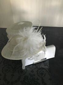 Beautiful ivory hat with matching bag in excellent condition