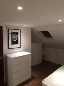 SHORT OR LONG TERM DOUBLE ROOM IN LOFT, CLEAN AND QUIET HOUSE, 4 MIN WALK TOTTENHAM HALE TUBE