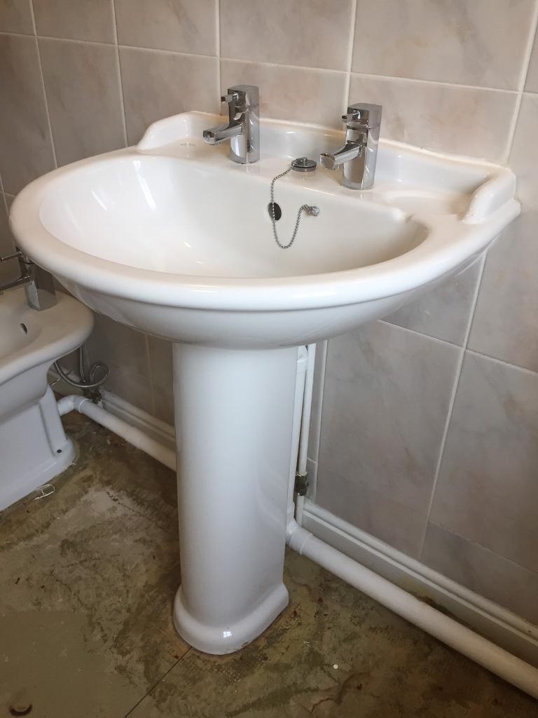 White Bathroom sink and bidet REDUCED | in Sketty, Swansea | Gumtree