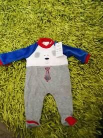 Romper suit size 3 mths