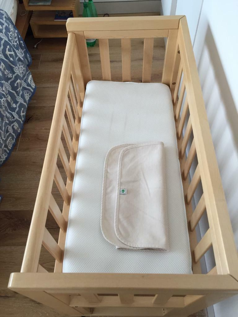 Troll cosleeper bedside crib with mattress and mattress protector