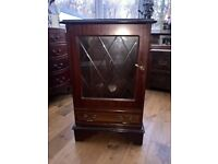 HI FI UNIT DARK WOOD GLASS FRONTED WITH ONE MOVABLE SHELF