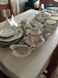 Eternal bow dinner set