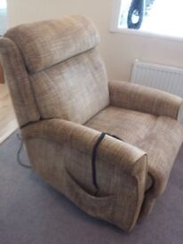 ARMCHAIR RISE AND RECLINE