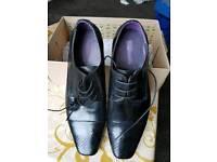 1Size 10 Mens shoes