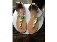 Ladies sandals, size 6