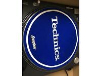 2 x Technics 1210 speedmat slip mats