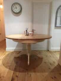 Oak Cream Extendable round dining table