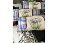 3 voyage cushions