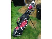 Wilsons Bag with 7 Clubs.... 5 of the clubs are Wilsons. Excellent Condition suit child 8-14 yrs old