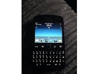 BlackBerry Curve 9720 touchscreen - Works but doesn't charge - spares or repairs