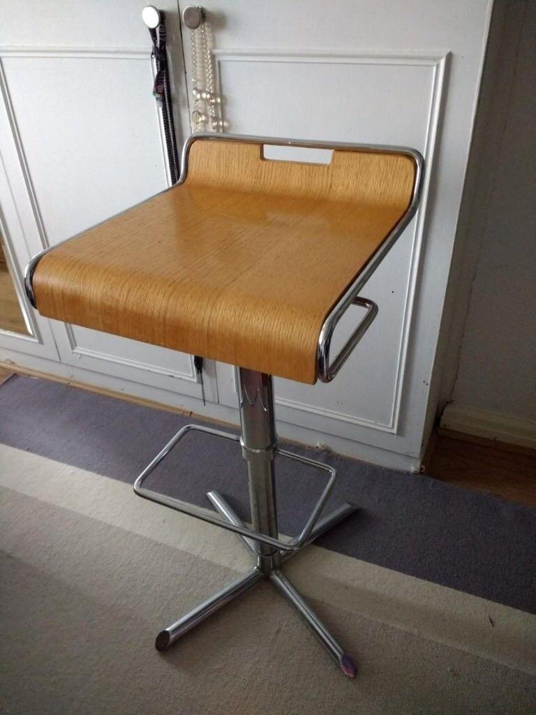 Bar stool swivel chairs