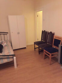 Studio Flat w/ALL BILLS INCLUDED and NO FEES near Hampton Court Palace Avail. now Couples fine