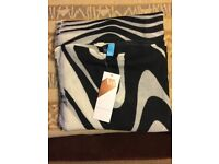 V&A EXCLUSIVE BLACK AND WHITE EXPANSION SCARF - NEW WITH TAGS