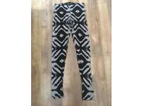 Patterned leggings size S/M