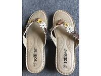 Ladies size 5 softlites flip flops
