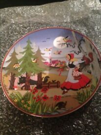 NEW Snow White and Red Riding Hood Rare Collectable Plates