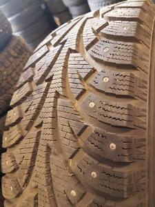 4 pneus d'hiver à clous 225/60R17 Hankook Winter i-Pike. 15% d'usure, mesure 11/32.