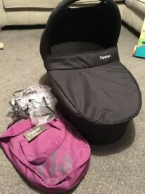 Oyster Carrycot with rain cover and 2 x colour pack