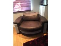 ❤️Gorgeous grey swivel chair❤️ Hardly been used, big enough to seat 2 people