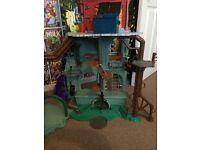 Tmnt lair excellent condition comes with original box stickers and instructions