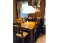 Extendable solid wodden table with 6 chairs