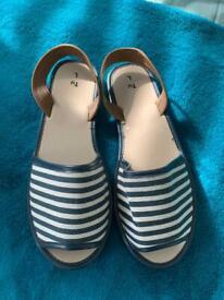 Ladies sandals - new