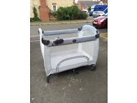 Gracco travel cot in grey