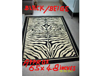 BLACK/CREAM ZEBRA PATTERNED RUG.65 INCHES X 48 INCHES