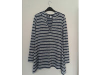 Hooded striped jumper - Urban Outfitters. Size S/M, in perfect condition