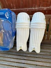 Right hand men's cricket pads