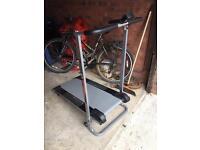 Foldable manual treadmill