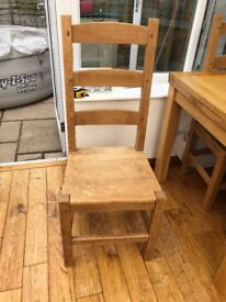 Solid Oak extending dining table and 6 matching chairs, in excellent condition