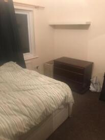 Double Bedroom in Hayes End