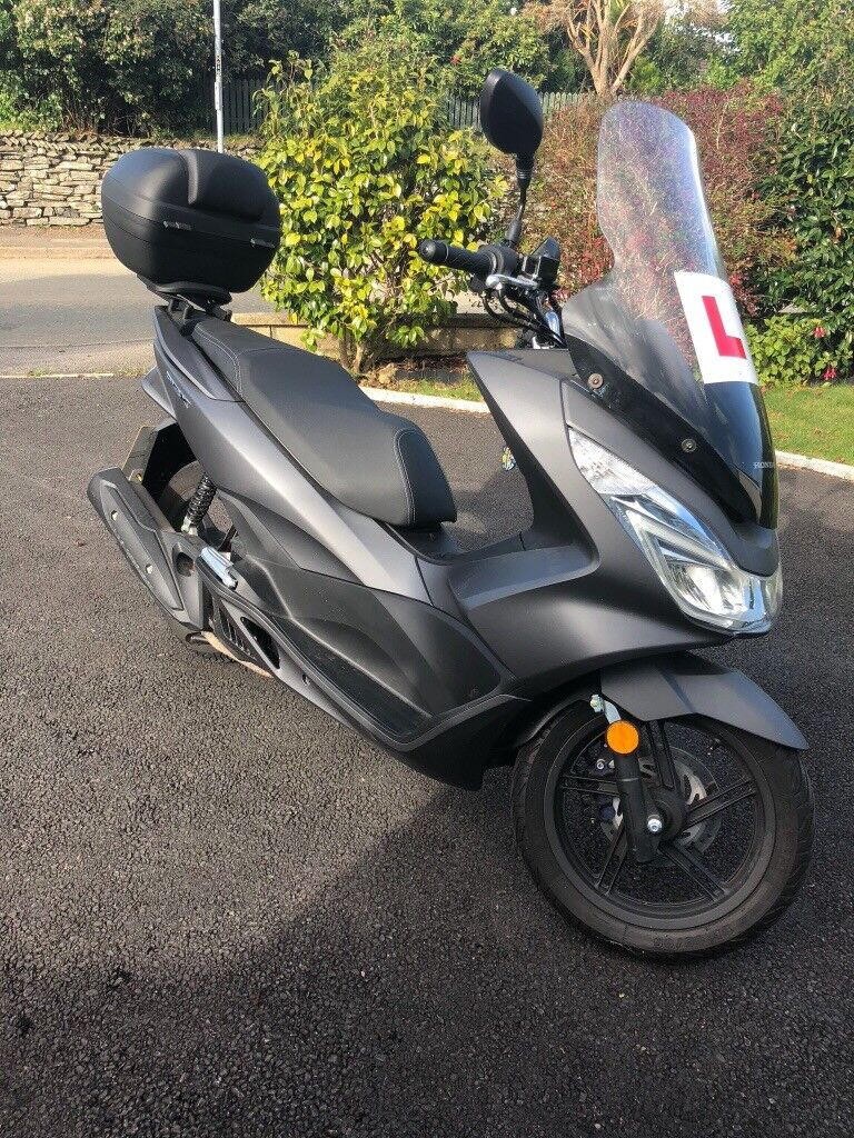 HONDA PCX 125 as new only 100 miles