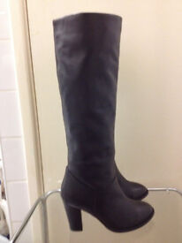 New Dune long high heel boots in a amazing price size 6