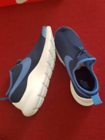 Nike Men's Aptare Essential Trainers sizes Uk 8.5, 9, 9.5