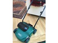 Electric lawn aerator - Immaculate