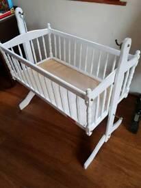 Baby cot bed / swinging crib