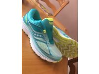 Saucony guide 10 running trainers