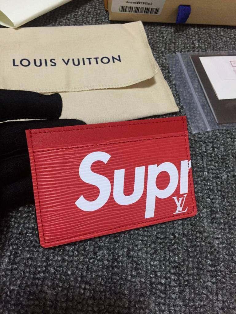 b794af18e56b4 ... Louis Vuitton X Supreme card holder ...