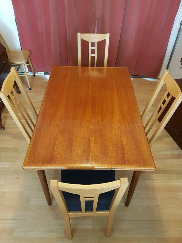 extendable dining table  4 chairs  in tooting london