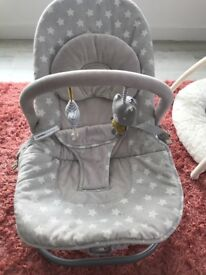 Mamas and papas baby rocket vibration and music very good condition smoke and pet free home