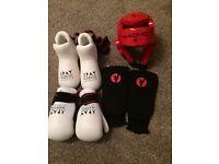 Martial arts : kick box Sparing pads head, foot, shin, gloves. Size medium
