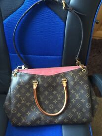 louis Vuitton hand bag (second hand) Great Quality