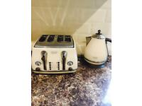Delonghi kettle & toasted VINTAGE ICONA RRP£80+ each (collection Leeds LS17)