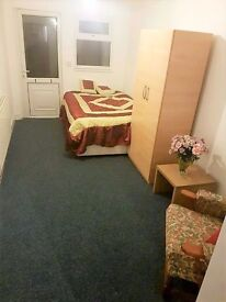 LOVELY STUDIO FLAT IN THE HEART OF ILFORD**ALL BILLS INCLUDED**