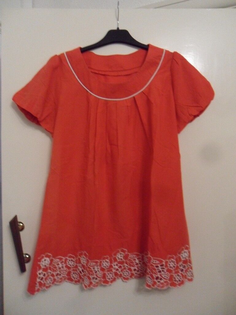 Ladies Red Short Sleeve Top With White Embroidery